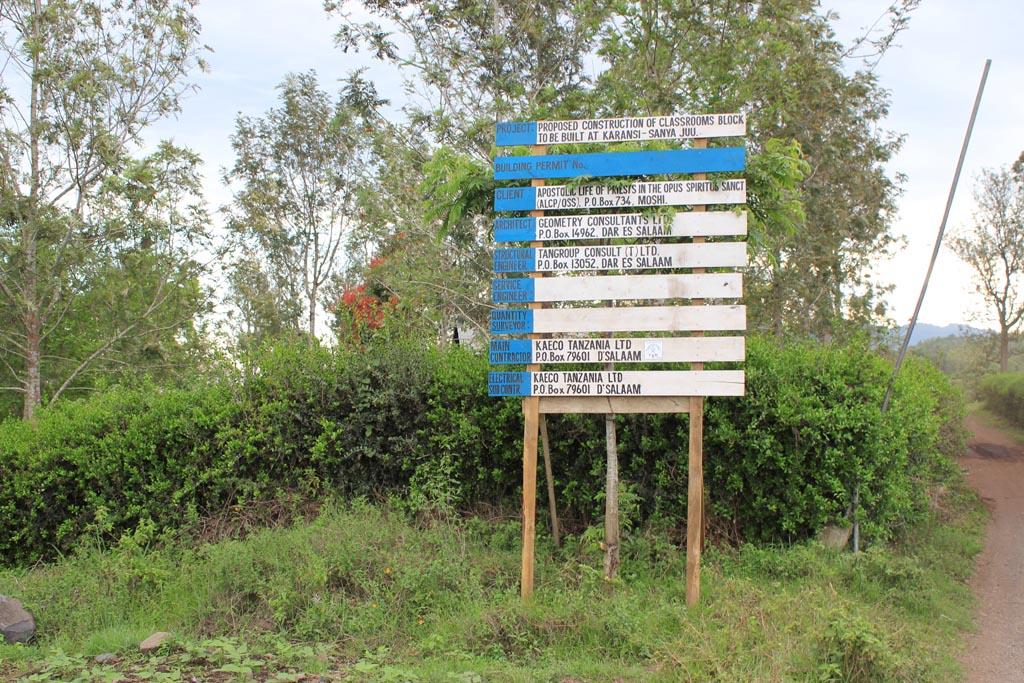 2010-09 : inizio lavori della scuola Kilasara