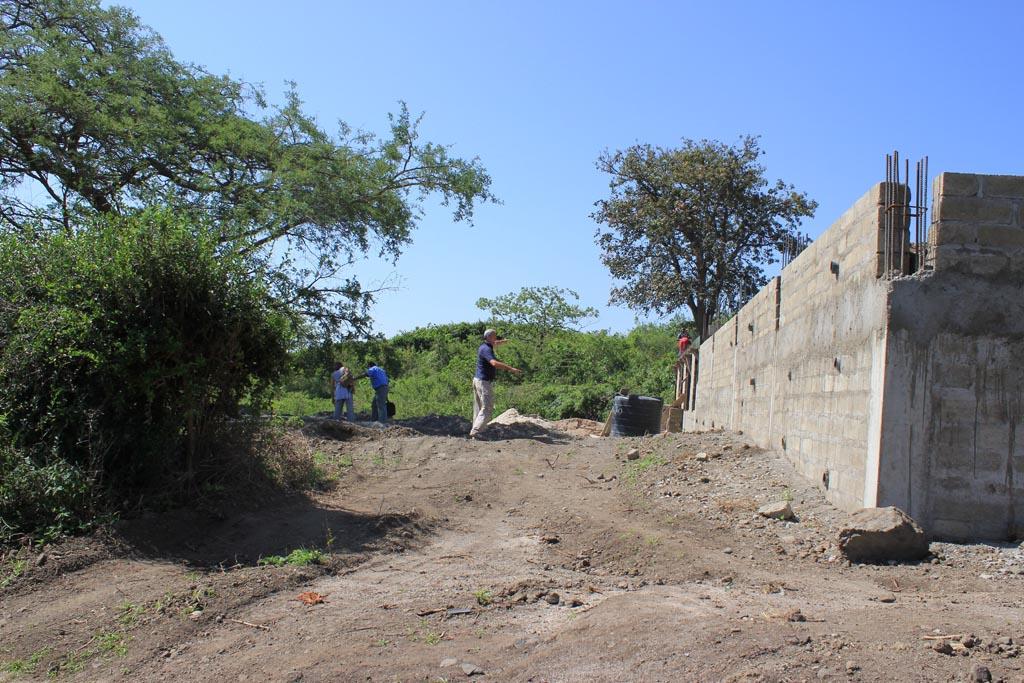 2010-12: avanzamento lavori scuola e consegna vestiario